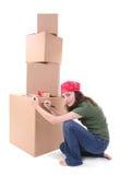 коробки грузя женщину Стоковая Фотография RF