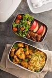 Коробки для завтрака с едой готовой для того чтобы пойти Стоковые Фотографии RF