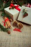 Коробки подарка рождества и украшения, деревенский тип Стоковое Изображение