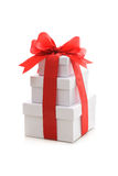 Коробки подарка с красными тесемкой и смычком Стоковая Фотография