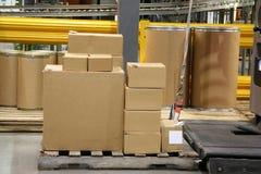 коробки подготавливают стог пересылки Стоковое Фото