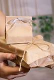 Коробки подарка в руках Стоковое Изображение RF