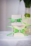2 коробки, подарок с зеленым смычком Стоковая Фотография RF