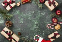 Коробки с подарками для рождества и различных атрибутов праздника Стоковое Изображение RF