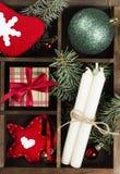 Коробки с подарками для рождества и различных атрибутов праздника Стоковые Изображения