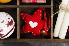 Коробки с подарками для рождества и различных атрибутов праздника Стоковое Изображение