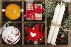 Коробки с подарками для рождества и различных атрибутов праздника Стоковая Фотография RF