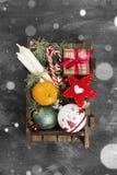 Коробки с подарками для рождества и различных атрибутов праздника Стоковая Фотография