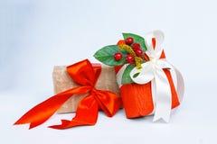 Коробки с подарками на белой предпосылке Стоковые Изображения RF