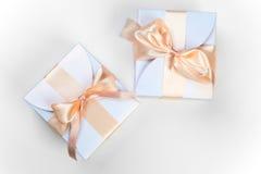 2 коробки с розовым смычком Стоковое Изображение