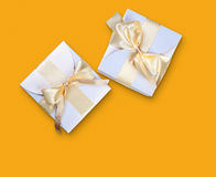 2 коробки с смычком золота Стоковые Фото