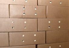 Коробки упаковки картона в складе, предпосылке Стоковые Фотографии RF