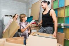 Коробки упаковки матери, отца и сына Стоковые Изображения