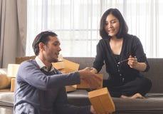 Коробки упаковки партнера деловой жизни для онлайн поставки магазина Стоковое Изображение RF
