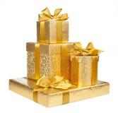 Коробки упаковочной бумаги золота изолированные на белой предпосылке Стоковые Фотографии RF
