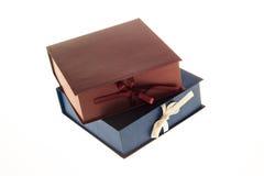 2 коробки для подарков изолированных на белой предпосылке Стоковые Изображения