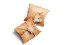 2 коробки для подарков с сердцами на белой предпосылке Стоковые Изображения