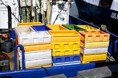 Коробки для рыб на океане моря траулера Стоковые Фотографии RF