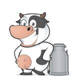 Корова с чонсервной банкой молока Стоковые Изображения