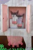 2 коровы приходя вне от окна Стоковые Фотографии RF