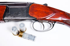 Корокоствольное оружие и боеприпасы звероловства на белой предпосылке Стоковое Изображение RF