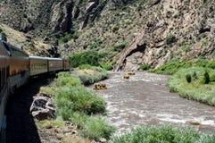 Королевские поезд и стропилины ущелья на реке Стоковые Фото