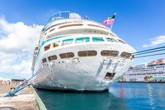 Королевский карибский корабль ` s, высочество морей в порте Багамских островов стоковое фото