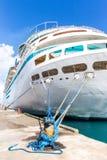Королевский карибский корабль ` s, высочество морей в порте Багамских островов стоковые фотографии rf