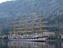 Королевский клипер в заливе Kotor в Черногории стоковая фотография rf
