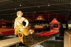 Королевский barge внутри Национальный музей королевских баржей, Бангкок, Таиланд стоковые фото