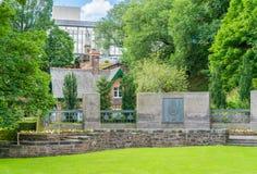 Королевский Scots военный мемориал в западных принцах Улице Саде в центре города Эдинбурга, Шотландии, Великобритании стоковые изображения