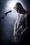 Коромысло в гитаре игры концерта Стоковое фото RF