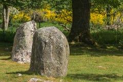 2 коротких камня менгира на пирамидах из камней Clava Стоковые Изображения