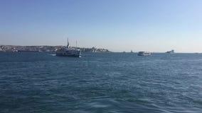 Короткометражный фильм пассажирского корабля на bosphorus Стамбула видеоматериал