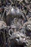 Королевская власть, железный трон сделанный с шпагами, сцена фантазии или этап r Стоковые Фотографии RF