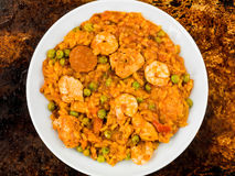 Королевская креветка цыпленка и паэлья испанского языка Chorizo Стоковая Фотография