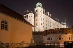 Королевский замок Wawel к ноча в Кракове Стоковое Фото