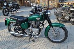 Королевский Enfield - зеленый цвет Стоковые Фотографии RF