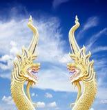 Король змея статуи nagas на голубом небе Стоковая Фотография RF