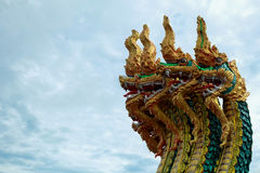 Король изолята Nagas на зеленой предпосылке, файрболе Nagas Стоковая Фотография RF