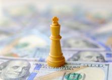 король концепции дела доллары предпосылки изолировали нас белые Стоковое Изображение RF