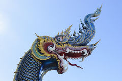 Король Naga в виске Таиланда с голубым небом Стоковая Фотография RF