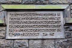 Короля Стена Металлическая пластинка в Эдинбурге Стоковая Фотография