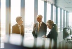 Корпоративная профессиональная встреча в современном офисе Стоковая Фотография