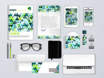 корпоративная тождественность больше моего портфолио устанавливает шаблон Клеймя модель-макеты с телефоном, конвертом, брошюрой и бесплатная иллюстрация