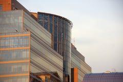 Корпоративное здание в городе стоковые изображения rf