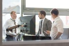 Корпоративное businessteam работая в современном офисе Стоковое фото RF