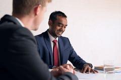 Корпоративные переговоры идут очень хорошо Стоковые Изображения RF