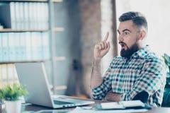 Корпоративный, исполнительный, запомненный предприниматель, фрилансер узнает g Стоковое фото RF