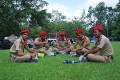 Корпус кадетов BNCC Бангладеша национальный организация три-обслуживаний состоя из армии, военно-морского флота и военновоздушной стоковая фотография rf
